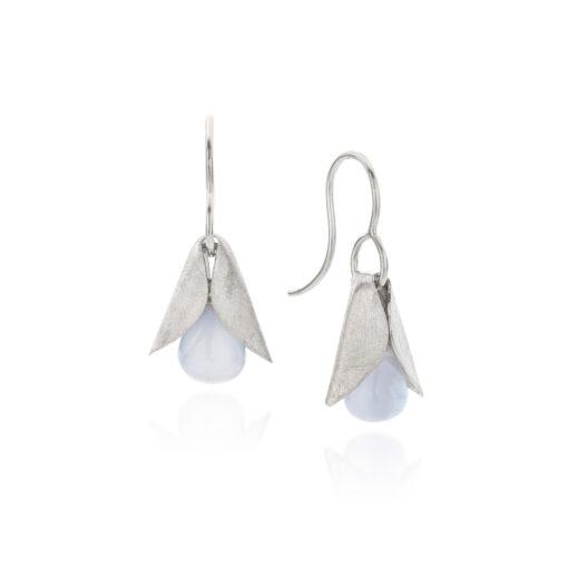 Midsummer Night`s Dream zilveren oorbellen met lichtblauwe chalcedoon