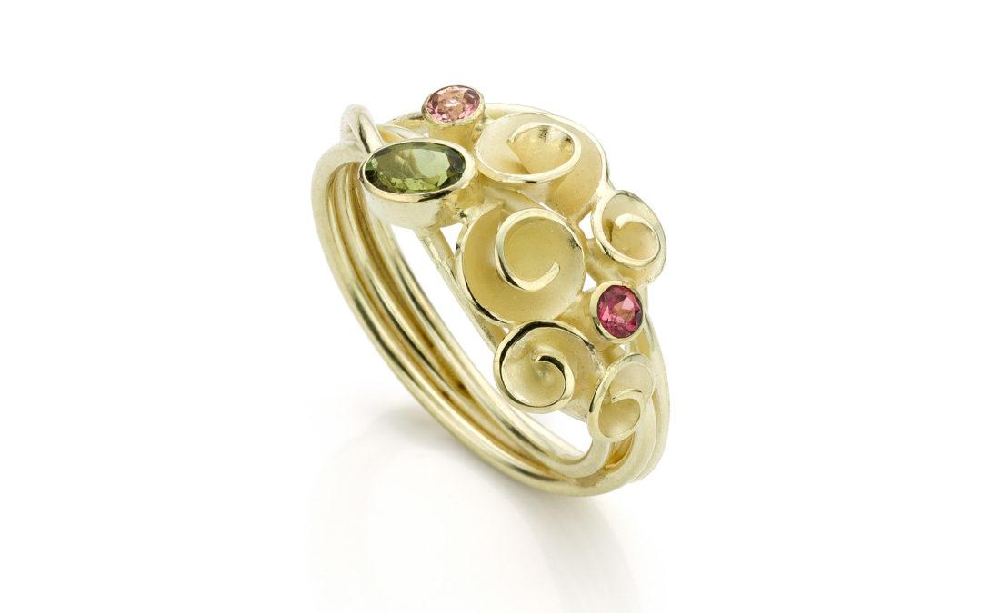 01 – Roosjesring Bouquet 14k goud, roze en groene toermalijn (unicum)