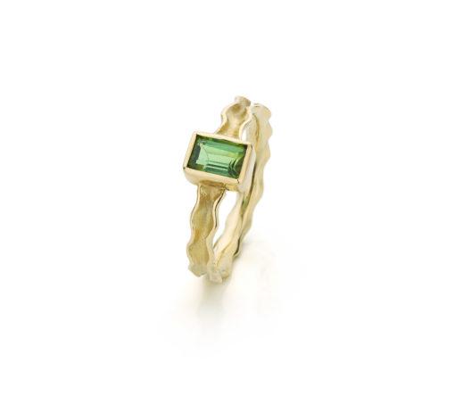 Panta Rhei ring in 14 k goud met groene toermalijn baguette