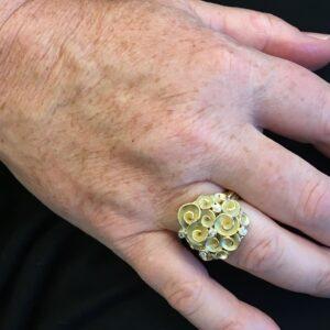 Roosjes Bouquet ring uit oud goud