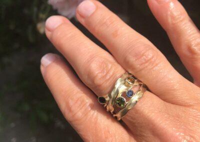 Panta Rhei ring uit oud goud