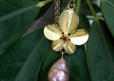 Hanger 18k goud Orchidee Nicoline van Boven