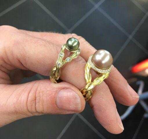 Panta Rhei ring met zeldzame roze tahiti parel en 30 diamanten (unicum) Nicoline van Boven