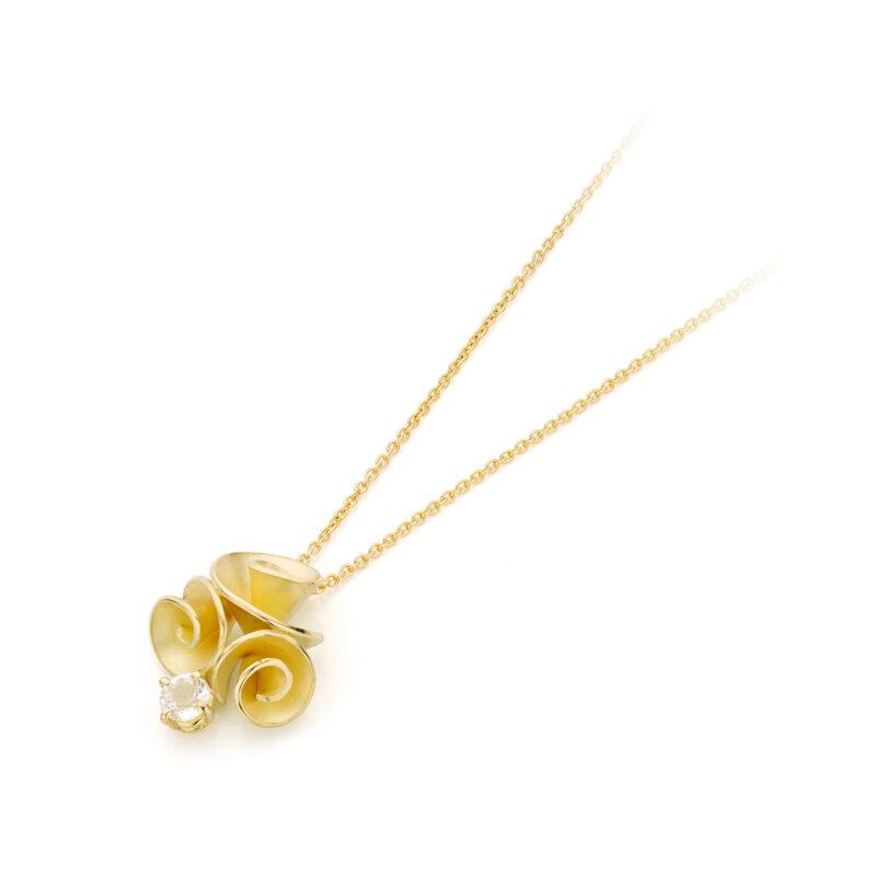 Roosjes hanger 18 k goud met witte saffier, Nicoline van Boven