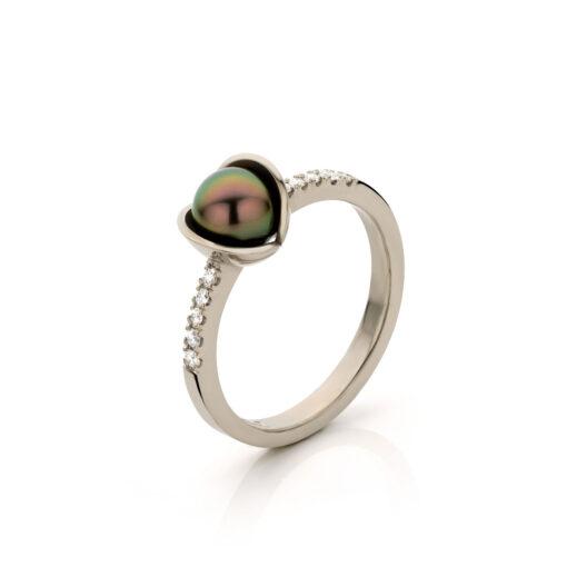 Midsummer Night`s Dream ring 18 k wit goud met tahiti parel en diamant, Nicoline van Boven