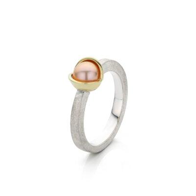 Midsummer Night`s Dream ring zilver met 14 k goud en zoetwaterparel, Nicoline van Boven